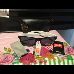 NEW NWT RAYBAN PAIR OF SUNGLASSES WITH CASE.